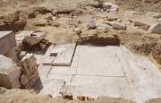 960x614 premieres photos fournies ministere peut voir blocs pierres entoures sable debut corridor semble enfoncer sol