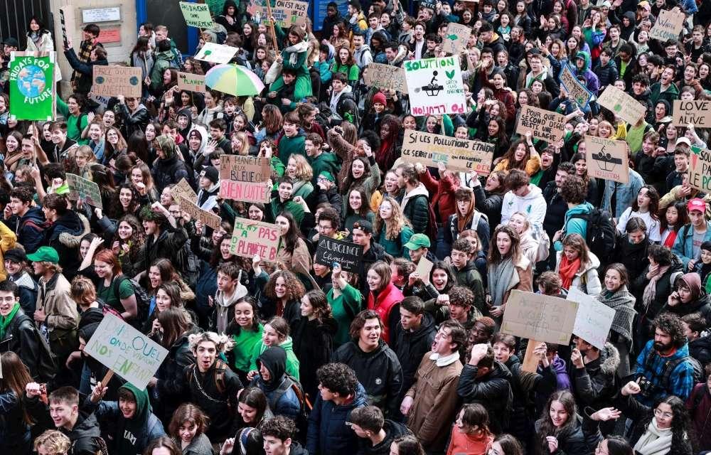 A bordeaux plusieurs jeunes portaient des habits de couleur verte