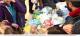 Des clients laissent tous leurs emballages en plastique dans leur supermarché